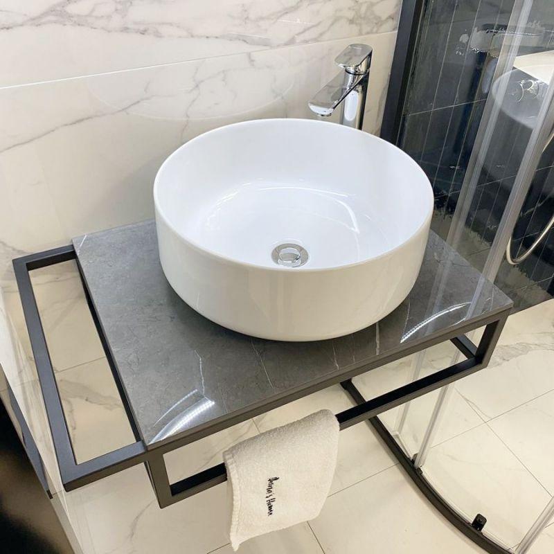 Плот за баня от технически камък Lusso Dark с конзола за хавлия