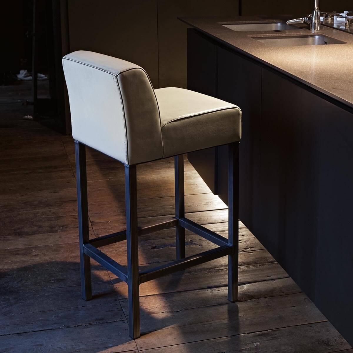 Бар стол Aspen, от Devina Nais - Италия