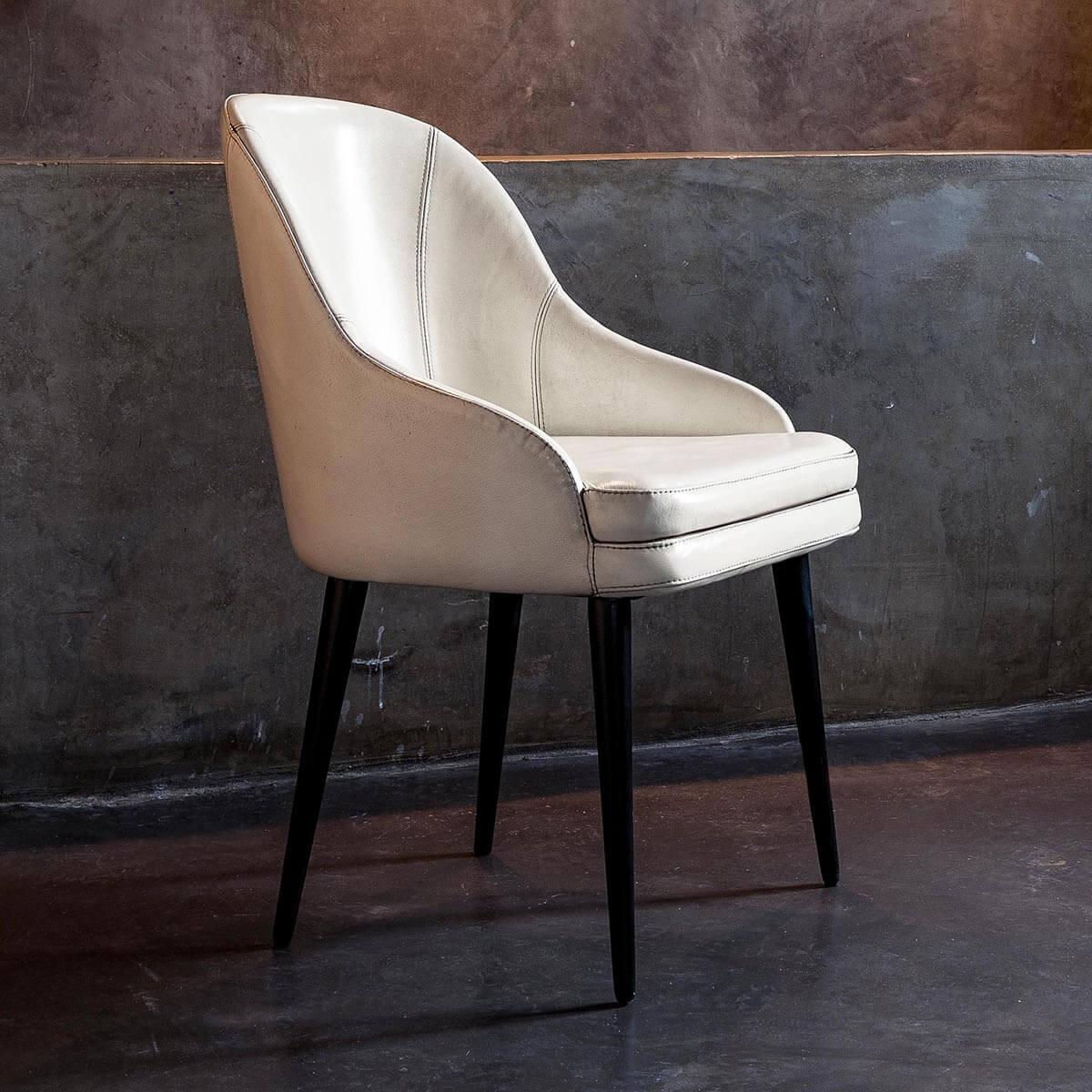 Трапезен стол Jackson, от Devina Nais - Италия