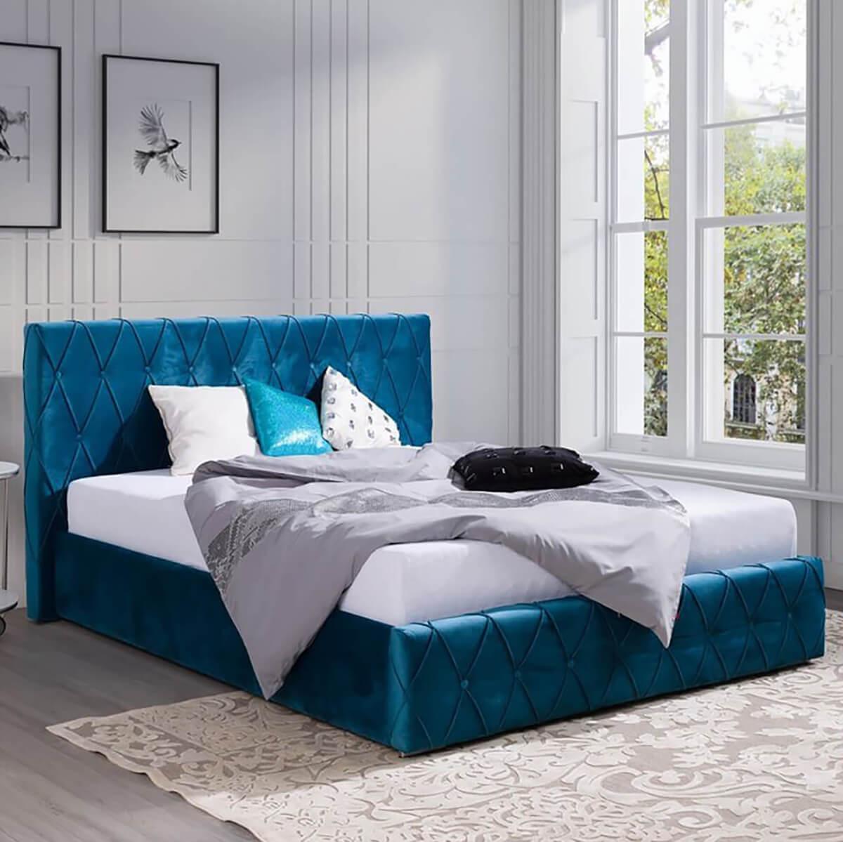 Тапицирано легло Adrian